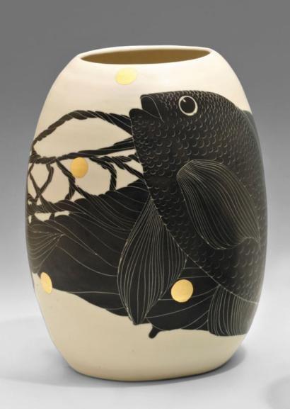 Simone PERROTTE Vase ovoïde en porcelaine; décor incisé d'un poisson&