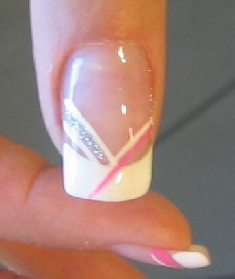 Son uñas de gel, aunque si tienes unas uñas naturales bonitas tambien te podrás hacer estos decorados. Luce unas uñas envidiables =)