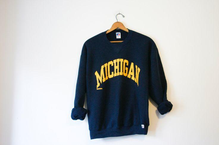 Vintage bleu Université du Michigan carcajou Sweatshirt par TheHabbitsofRabbits sur Etsy https://www.etsy.com/fr/listing/288576821/vintage-bleu-universite-du-michigan