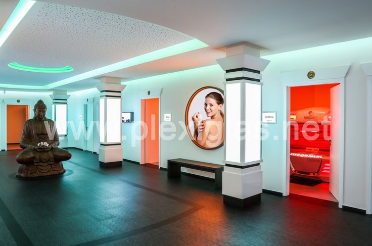 With #PLEXIGLAS® LED, not only the tanning beds bring light in the drabness of winter at this solarium in Montabaur. The material's elegant velvety surface also adds a touch of class to this luxury spa.