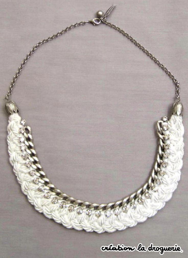 Ze Trio a quelques envies.. un beau collier blanc et strass.. Vous le trouverez dans les boutiques La Droguerie. Des questions ? Nous vous donnons rdv sur notre blog ci-dessous : http://tricots-de-la-droguerie.fr #bijoux #LaDroguerie #collier