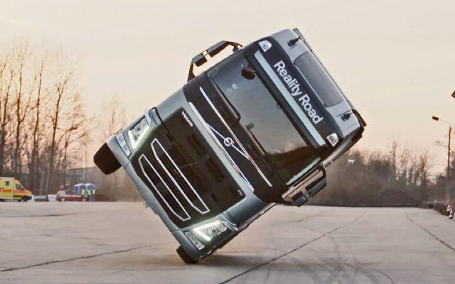 Volvo Trucks: una bambina alla guida di un camion La Volvo Trucks, casa automobilistica svedese ha realizzato un nuovo video advertising di grande impatto. Con la produzione della agenzia svedese Forsman & Bodenfors ha infatti lanciato una campagna  #volvo #volvotrucks #bambinaallaguida