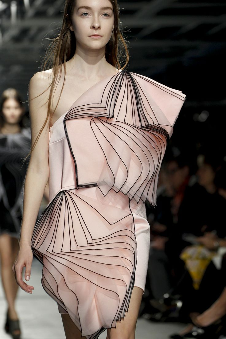 Christopher Kane Fall 2014 RTW - Details - Fashion Week - Runway, Fashion Shows and Collections - Vogue