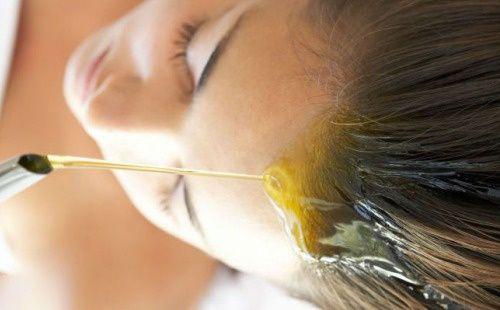 Vous souhaitez prendre soin de vos cheveux de manière naturelle ? Venez découvrir les meilleures huiles végétales pour les cheveux !
