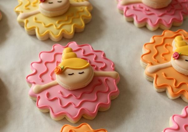 Little ballerina in her tutu cookies.  This could SOOOOOO be a swimmer cookie.  Just change the pink to blue and add swim caps.