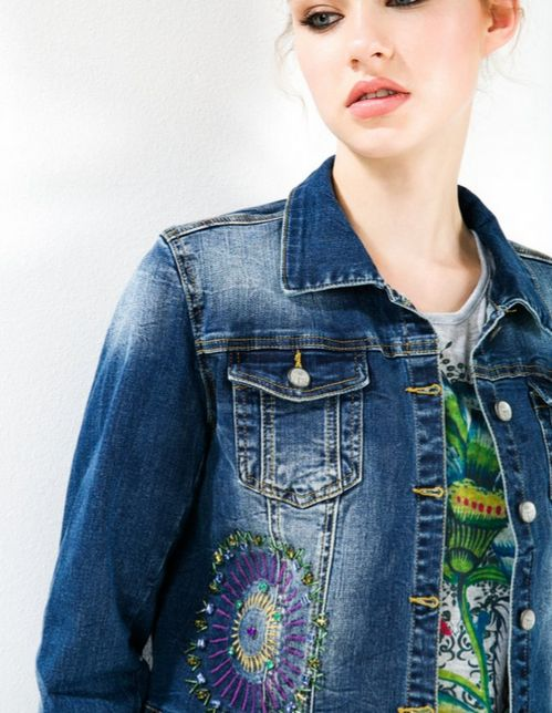 Denim waist-length jacket with embroidered and sparkly details. Discover Denim with the Wow factor this season.