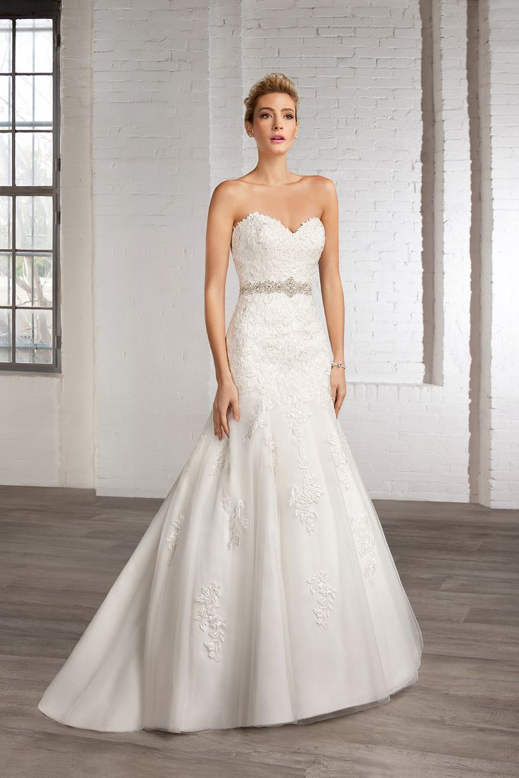 Cosmobella Style 7803: Cosmobella 2016 bridal collection : https://www.itakeyou.co.uk/wedding/cosmobella-wedding-dress-2016 #weddingdress #weddingdresses