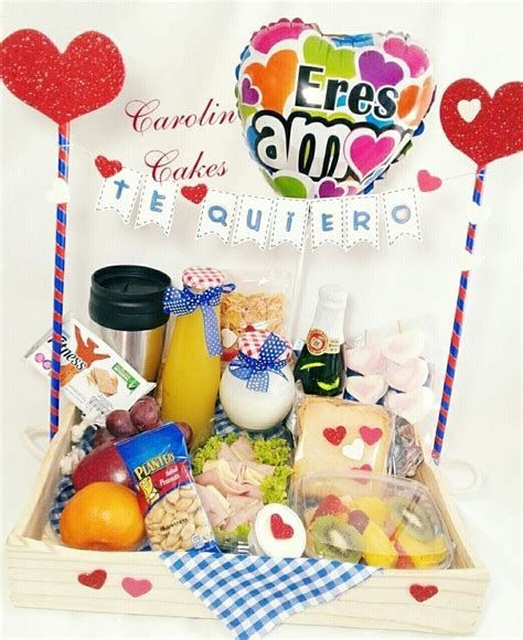 Birthday Box, Gold Birthday, Birthday Gifts, Breakfast Tray, Birthday Breakfast, Boyfriend Anniversary Gifts, Diy Gifts For Boyfriend, Cadeau St Valentin, Chocolate Hampers