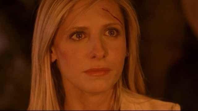 La mitica Buffy compie 20 anni Sono passati vent'anni dall'uscita di Buffy L'Ammazzavampiri. Eppure, l'eroina dal grande cuore continua a conquistare fan in giro per il mondo. La ragazza che ha dovuto sacrificare tutto per salvare #buffy #serietv #anniversario