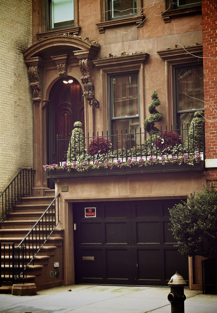 Best 25 new york townhouse ideas on pinterest for Townhouse with garage nyc