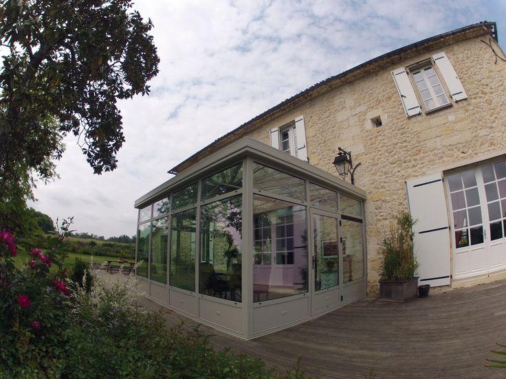 Extension de maison réalisée sur une très jolie maison en pierres apparentes. Photo prise de vue extérieure