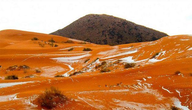 O deserto do Saara é o último lugar que alguém esperaria encontrar neve. Afinal, se trata de uma das regiões mais secas e quentes do mundo com uma temperatura média de 50 graus durante o verão. Mas em uma surrealidade de eventos para marcar o fim de um ano bastante surreal, na última segunda-feira (19), a pequena cidade desértica de Ain Sef...