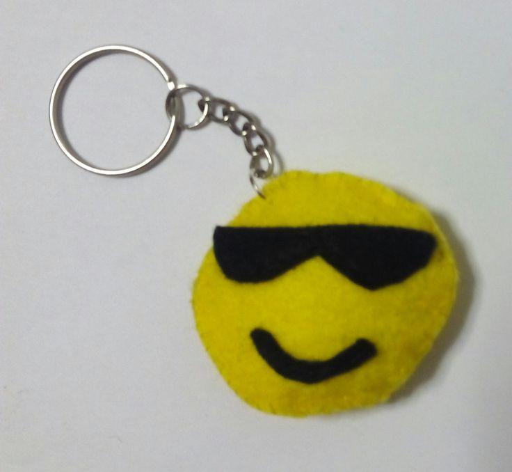 Llavero emoticono gafas de sol fieltro https://www.facebook.com/complementosaliehs/