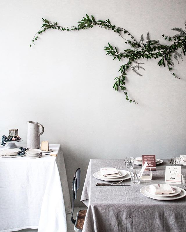 Elegant table setting, and the branch on the wall is a lovely touch. Found by ButterflyOrbs.