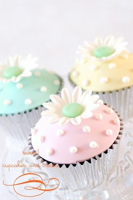 ~ Daisy Cupcakes ~