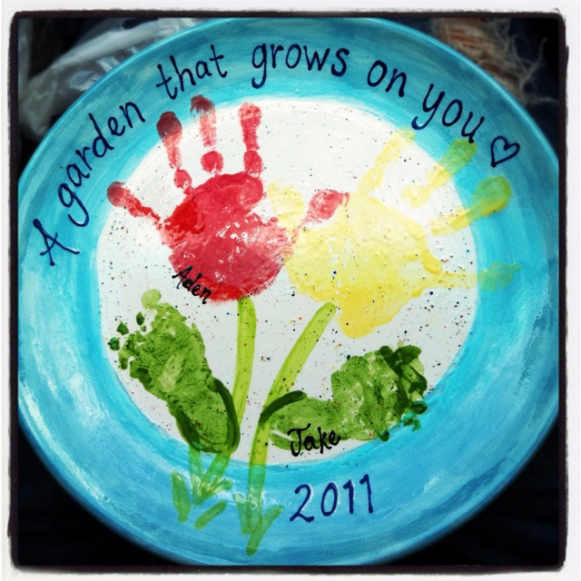17 best images about gift ideas on pinterest cupcake for Handprint ceramic plate ideas