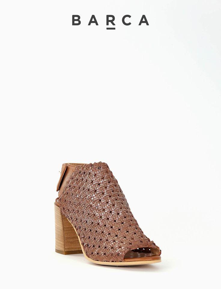 #Sandalo #spuntato tacco 70 con fondo #cuoio e soletto in vera pelle, morbida tomaia in pelle intrecciata con fascia di chiusura posteriore con bottoncini automatici.  COMPOSIZIONE FONDO CUOIO, SOLETTO VERA PELLE  CARATTERISTICHE Altezza tacco 7 cm  COLORE #CUOIO  MATERIALE #PELLE  #outfit #springsummer #fashionblogger #fashion #shoes #scarpe #sandali