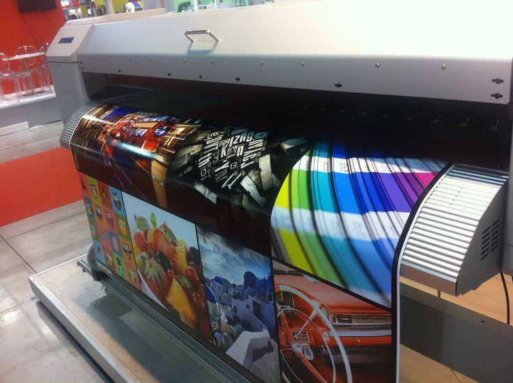 I materiali delle borse e degli accessori Paul Meccanico (siano essi di telone camion che di pelle sintetica martellata) sono stampati in digitale in altissima risoluzione e con un'ottima resa dei colori.