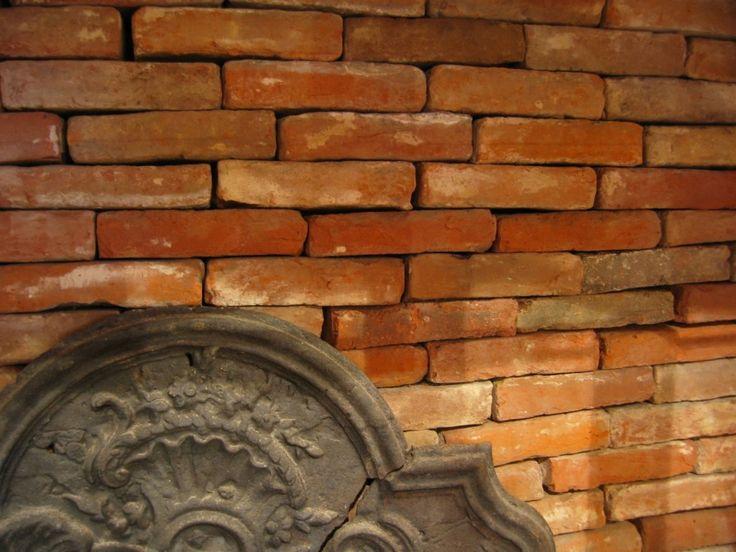 Briques en terre cuite anciennes, couleur rose orangé. Dimensions : • 5x11x22 • 3x11x22 • 3x9x18cm • 2x9x16cm. Large stock disponible.