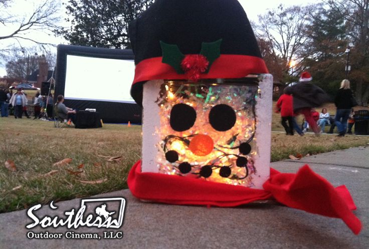 It's Christmas time and it's Southern Outdoor Cinema's favorite time of the year. There are so many different cinema elements that you can add to your holiday screening to create a festive outdoor movie experience. Today we are going to show you how to...