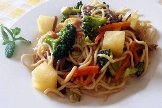 Makaron Słodko Kwaśny z Warzywami