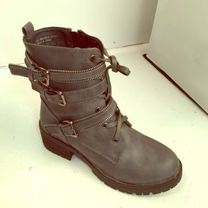 Boots - Ankle strap boot gray
