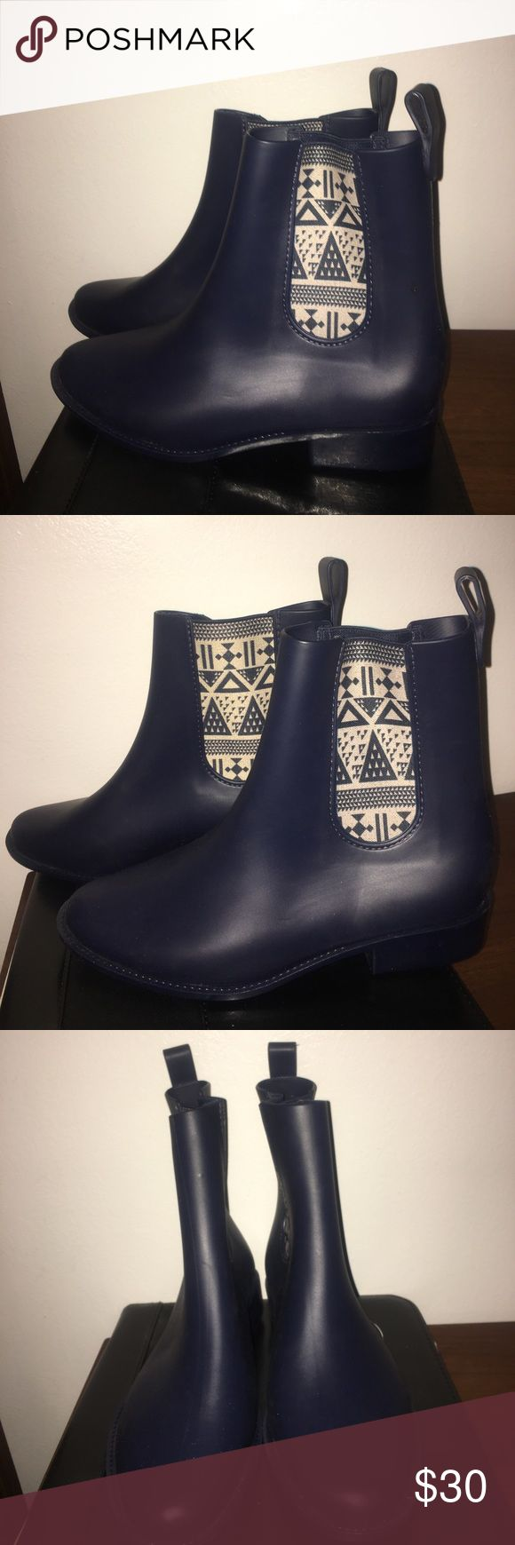 Rain boots ❗️Cleaning closet sale❗️Navy rain boots💦 used only like 2 times in great condition. Melissa Shoes Winter & Rain Boots