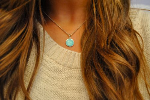 love this necklace. so simple and cute.