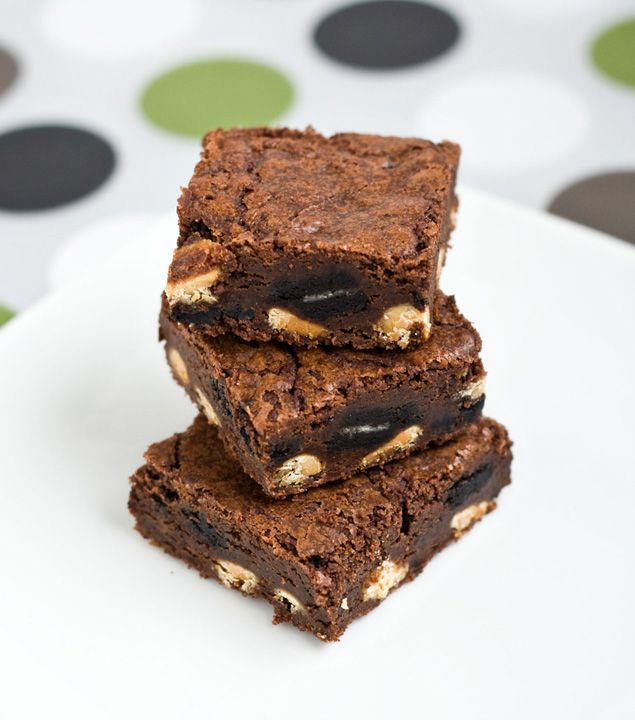 Oreo White Chocolate BrowniesChips Brownies, Oreo Brownies, White Chocolate Brownies, Brownies Recipe, Outrageous Oreo, Oreo White, Cookies Bar Brownies, Chocolates Brownies Yummmy, White Chocolates Brownies