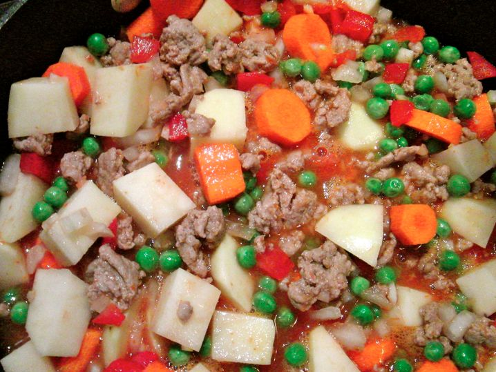 slow cooker ground turkey with carrots, potatoes, peas