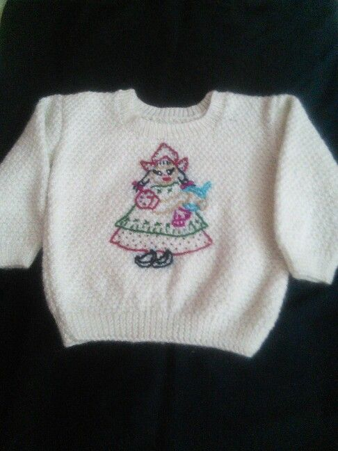 Knitted sweater with embroidary