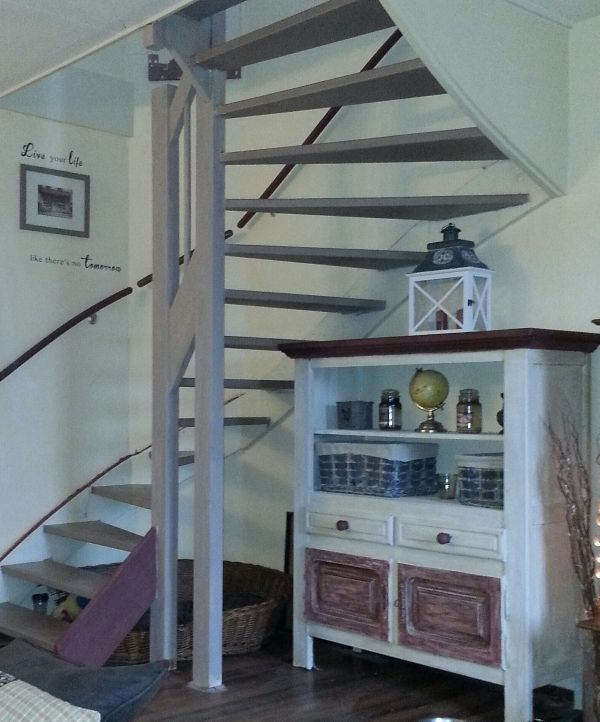 14 best images about annie sloan chalk paint op trappen on pinterest french linens we and blog - Huis met trap ...