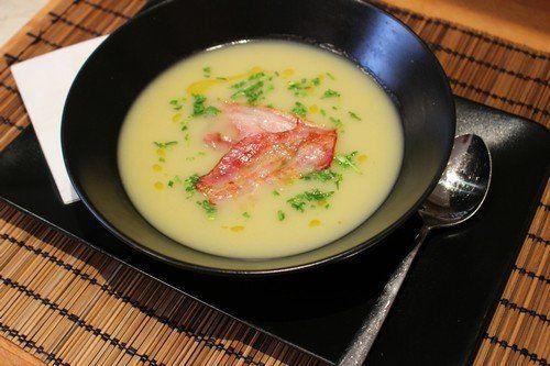 Újdonság: Burgonyakrémleves sült baconnel, http://kertinfo.hu/burgonyakremleves-sult-baconnel/, ezekben a témakörökben:  ##foodporn ##mutimiteszel #alaplé #bacon #burgonya #gasztro #konyha #recept #snidling, írta: Húsimádó Blog