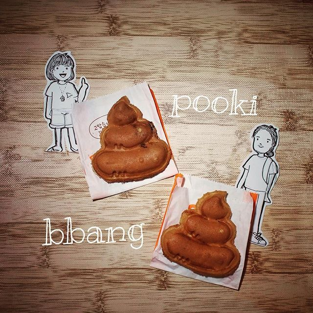 Abang & Neng love to try new things! That's why they're really excited when they found these cute snack in Mall Taman Anggrek 4th floor. It's a waffle with filling in a form of a poop, or you can call it #poopbread. Interesting isn't it?!Just go find #pookibbang and give it a try!  #snack #food #foodlover #foodstagram #koreansnack #instafood #eat #dessert #foodspotting