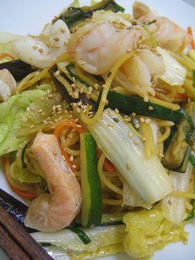 seafood yakisoba 魚介と野菜の塩焼きそば (salmon, shrimp, calamary, zucchinni, carrot, bokchoy, lettuce, eggplant)
