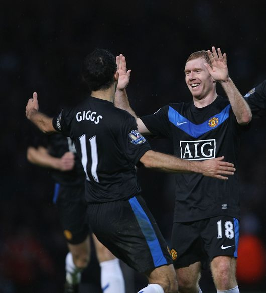 Ryan Giggs and Paul Scholes will be invited to extend their United careers.