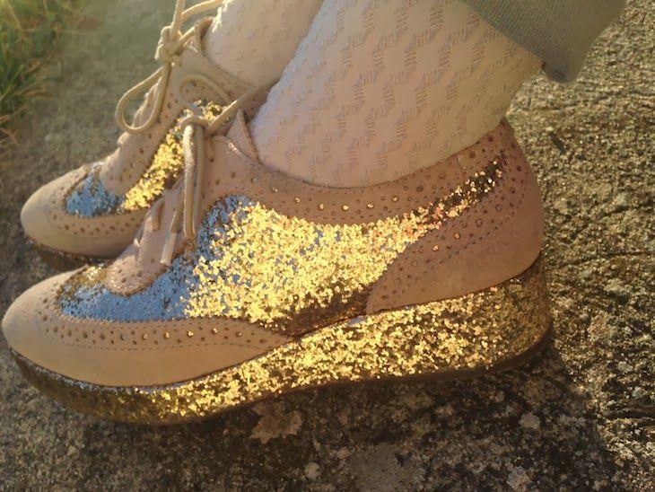 #brazil #fashion #fashion #girl #golden #glitter #gold #shoes #christmas #style#fashionblog #fashionblogger #outfit #ootd   @BRFootwear Brazil #brazil #fashion, golden lace shoes bCarrano, scarpe brasiliane stringate glitter  dorate, brazilian footwear fashion blogger, the fashionam...