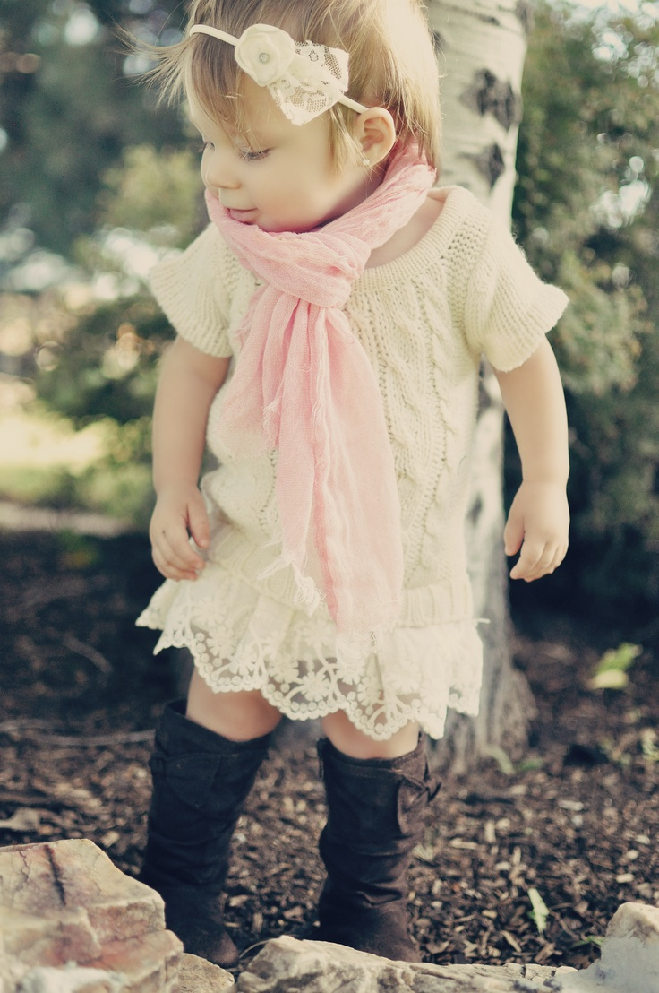 How cute is this little girl's fall outfit!! Love