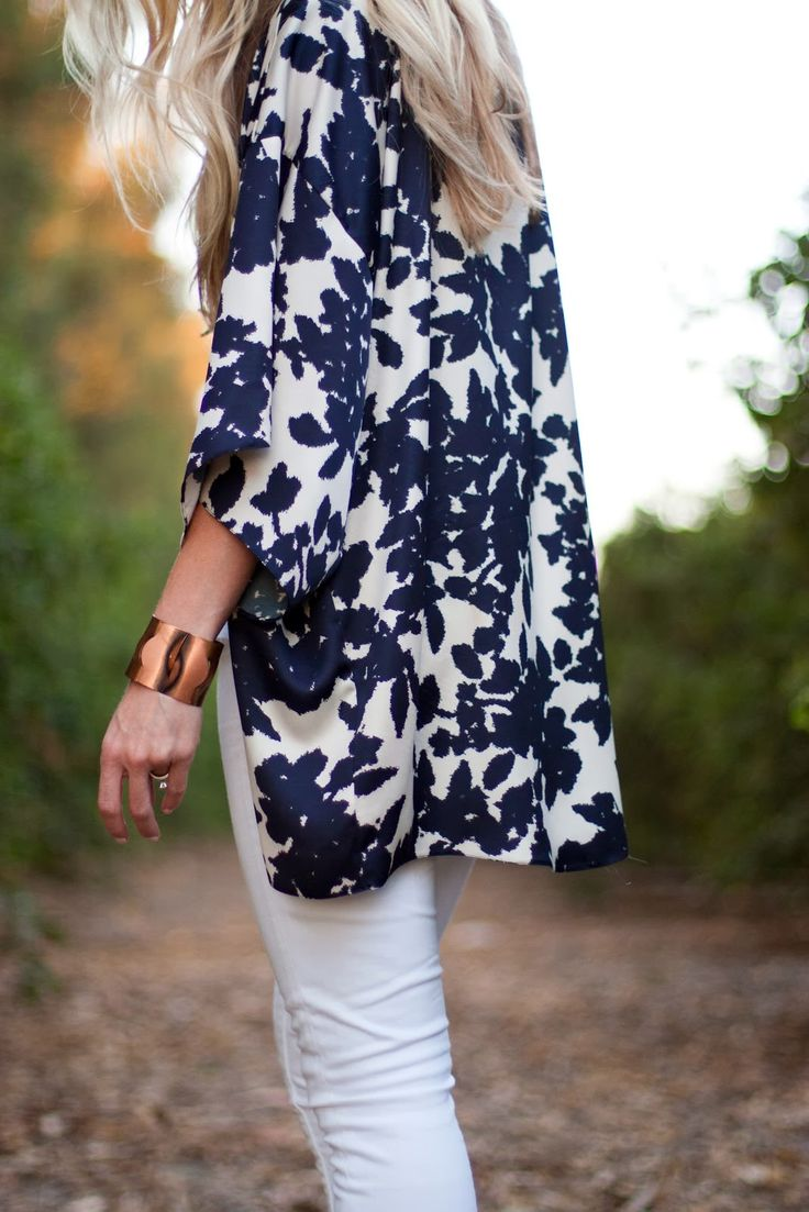 Stylish Kimono: Blue Tops, Kimonos Tops, Floral Kimonos, Summer Style, White Kimonos, Kimonos Jackets, White Jeans, Blue And White, Woman Outfits