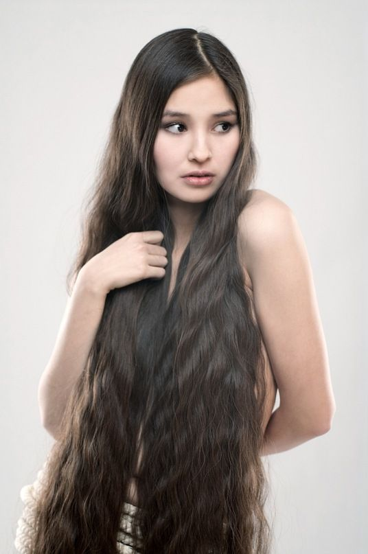 Beautiful Girl With Very Long Dark Brown, Wavy Hair -8551