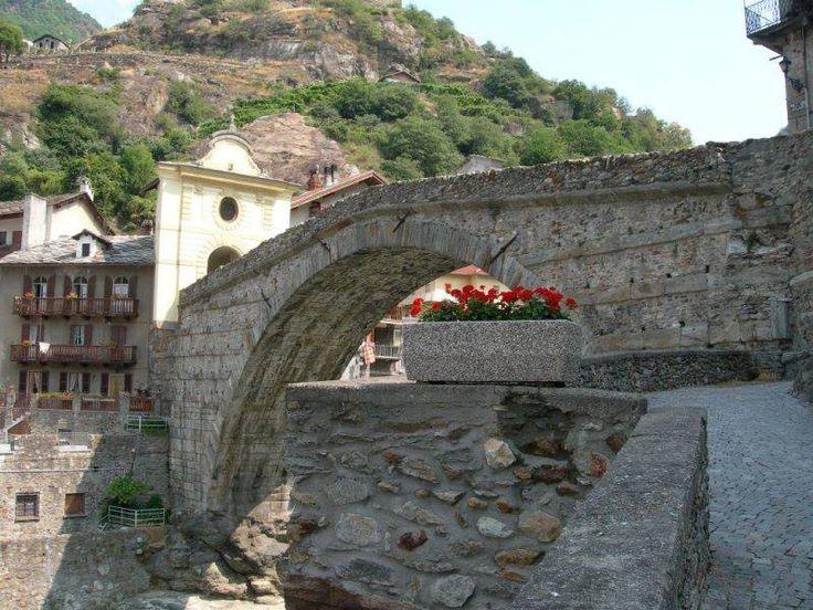 Roman Bridge, Pont-Saint-Martin, Aosta, Italia