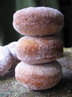 sourdough cinnamon doughnuts w/ sourdough starter (flour, lukewarm water & yeast), cooking oil, baking powder, baking soda, egg, all purpose flour, sugar, cinnamon, buttermilk & vanilla sugar or cinnamon sugar to coat