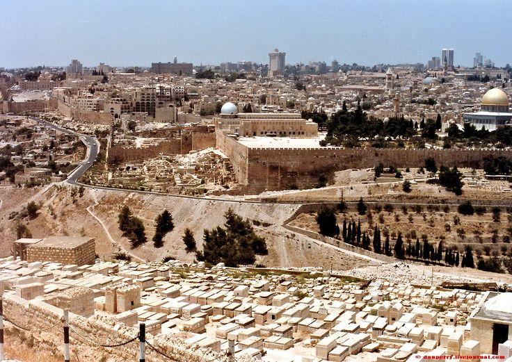 Загадка таинственных символов, заставляющая вспомнить и иудейский Храм, и руны, и викингов Иерусалим, Иерусалим… Кого здесь только не было, кто только не…