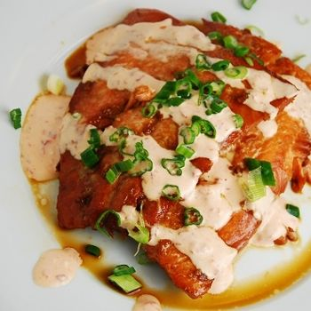 A sweet and spicy spin on this salmon recipe will have your mouth watering. The sweet chili glaze works in perfect harmony with the spicy Siracha cream sauce to make this one delicious Weight Watchers dinner recipe.