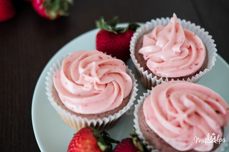 Maple Alps: Easy Moist and Delicious Strawberry Cupcakes