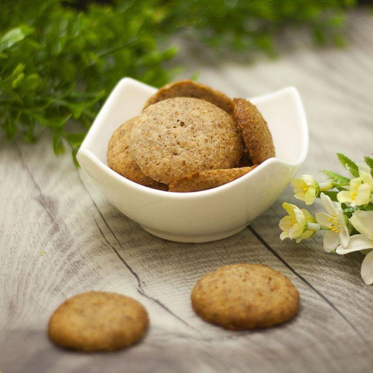 Die Low Carb Buttermandel-Kekse sind eine leckere knabberei für zwischendurch, zu Kaffee und Kuchen oder als Proviant für Unterwegs.