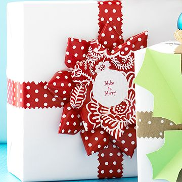 Darling idea for the holidays: Paper Flower Gift Wrap #ParentsCrafts