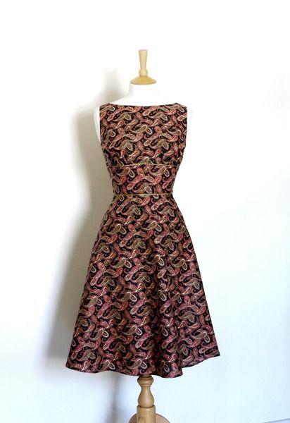 Tee Kleid Schwarz und rot Paisley-Druck Baumwolle von Dig For Victory auf DaWanda.com