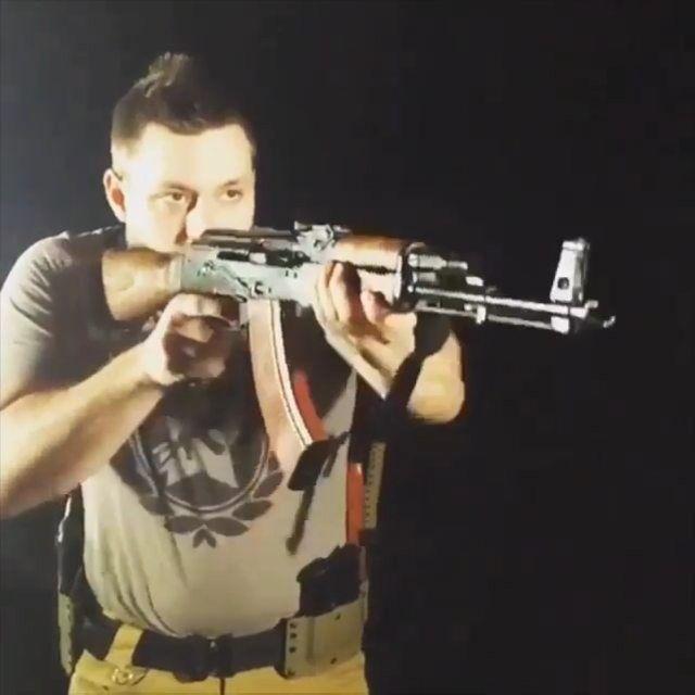 What mistake did he make when changing that magazine?   Like  Repost  Tag  Follow   @endlessboxcom https://endlessbox.com #endlessboxcom  #wethepeople #2a #usa #hunter #colt #machinegun #tbt #ar15 #pistol #ak47 #freedom #gun #guns #merica #pewpew #1911 #nra #badass #shootingrange #glock #handguns #fullauto #gunlife #firearms #weapon #molonlabe #gunsmith #edc #gunporn