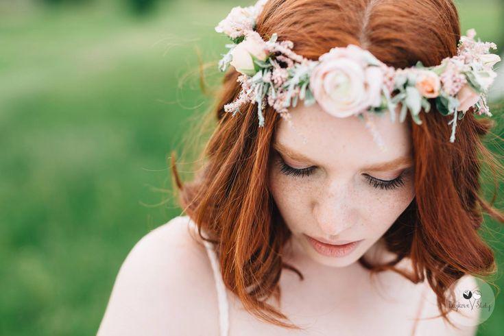 wedding session / session romance /  floral crowns / love / fot. Bajkowe Śluby